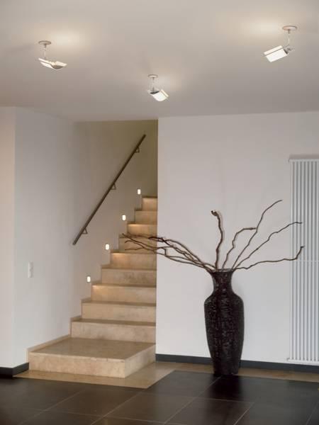 wie eine kluge beleuchtung unf llen im treppenhaus. Black Bedroom Furniture Sets. Home Design Ideas